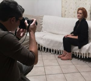 Munka utáni fotózás egy újságcikkhez a Csendes gyilkos kapcsán.